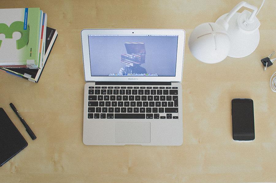 Desk_Macbook